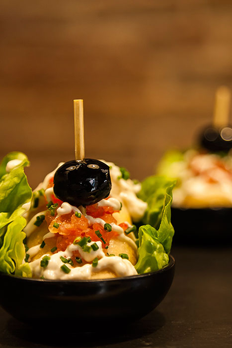 PINTXO - Beef kebab with yogurt, hot sauce and black olive on a bed of iceberg lettuce